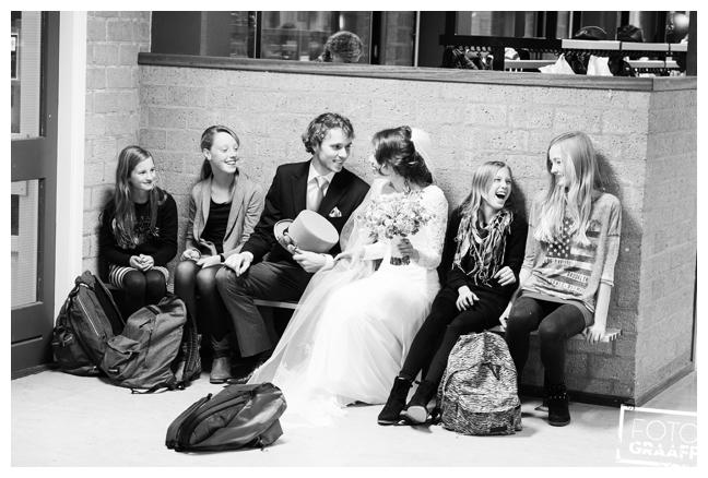 bruidsfotografie op school in Goes_715
