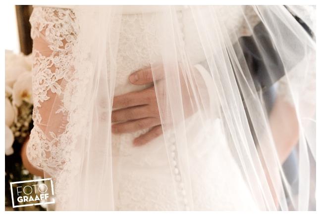 Bruidsfotografie in Dordrecht en feest In de skybar bij Hotel van der Valk Dordrecht_1048