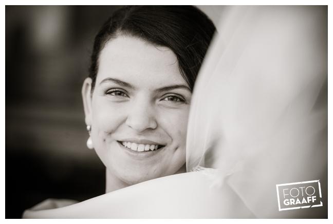 Bruidsfotografie in Dordrecht en feest In de skybar bij Hotel van der Valk Dordrecht_1055