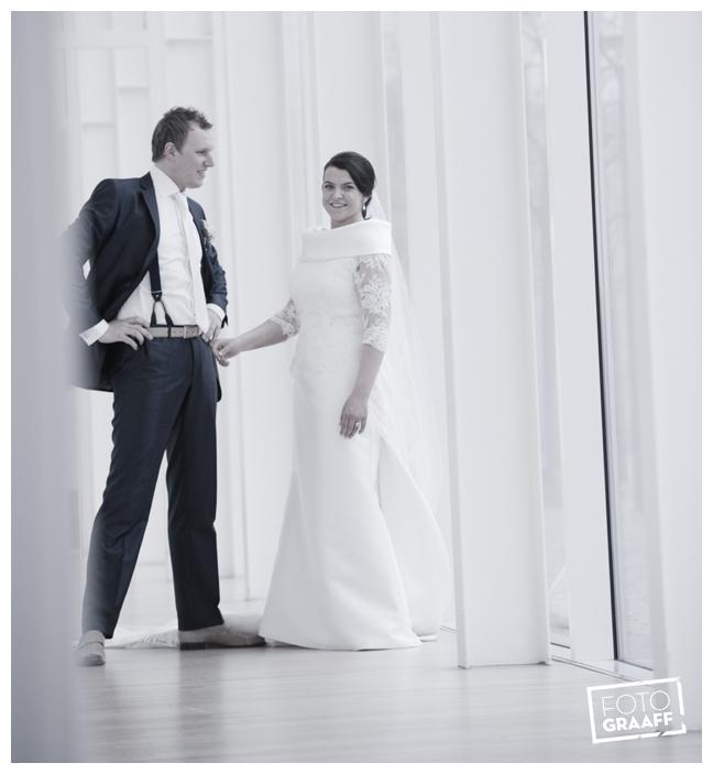 Bruidsfotografie in Dordrecht en feest In de skybar bij Hotel van der Valk Dordrecht_1057