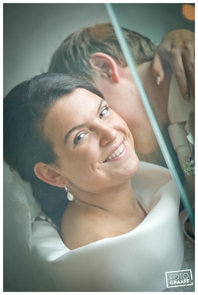 Bruidsfotografie in Dordrecht en feest In de skybar bij Hotel van der Valk Dordrecht_1058