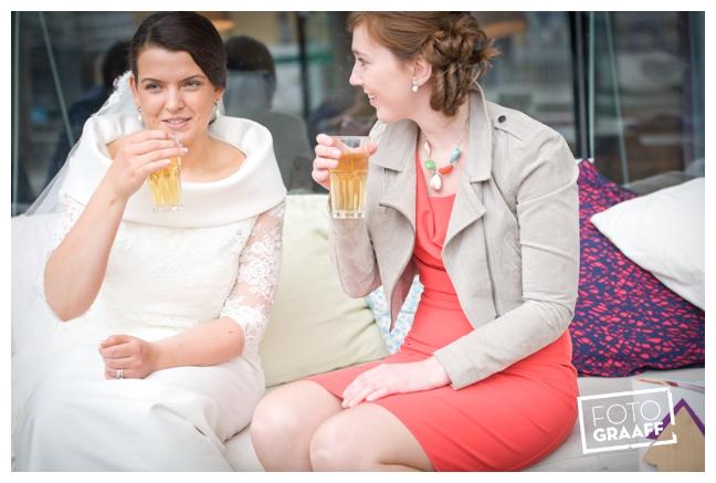 Bruidsfotografie in Dordrecht en feest In de skybar bij Hotel van der Valk Dordrecht_1060