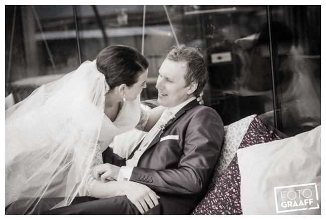 Bruidsfotografie in Dordrecht en feest In de skybar bij Hotel van der Valk Dordrecht_1063