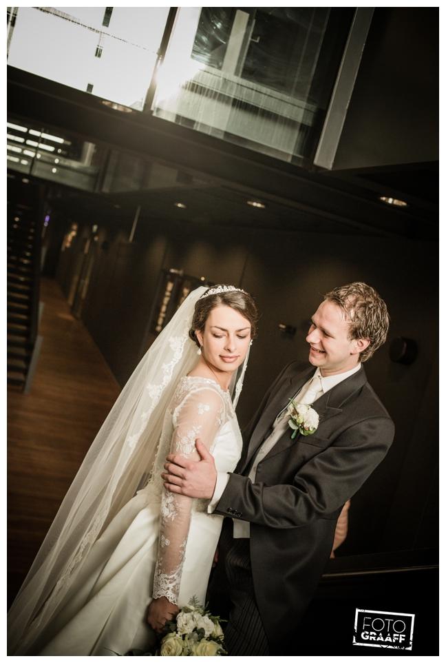 bruidsfotografie in Leerdam en feest in Hotel Ara_521