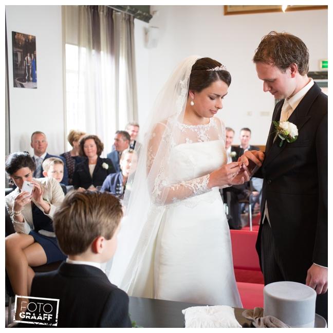 bruidsfotografie in Leerdam en feest in Hotel Ara_533