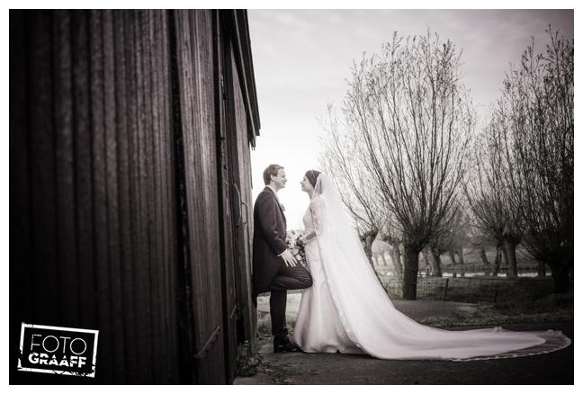 bruidsfotografie in Leerdam en feest in Hotel Ara_538