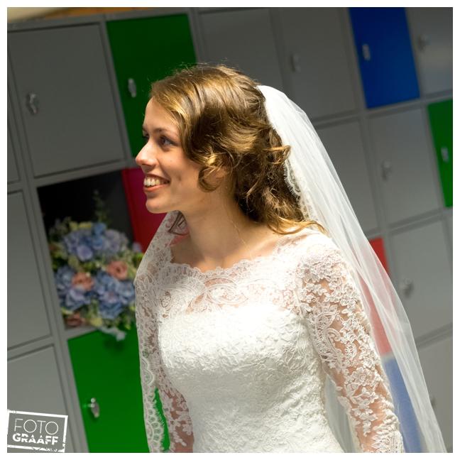 bruidsfotografie op school in Goes_701
